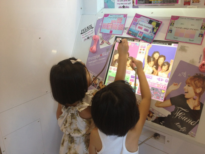 Learning to use those ever-so-complex photobooths from Japan