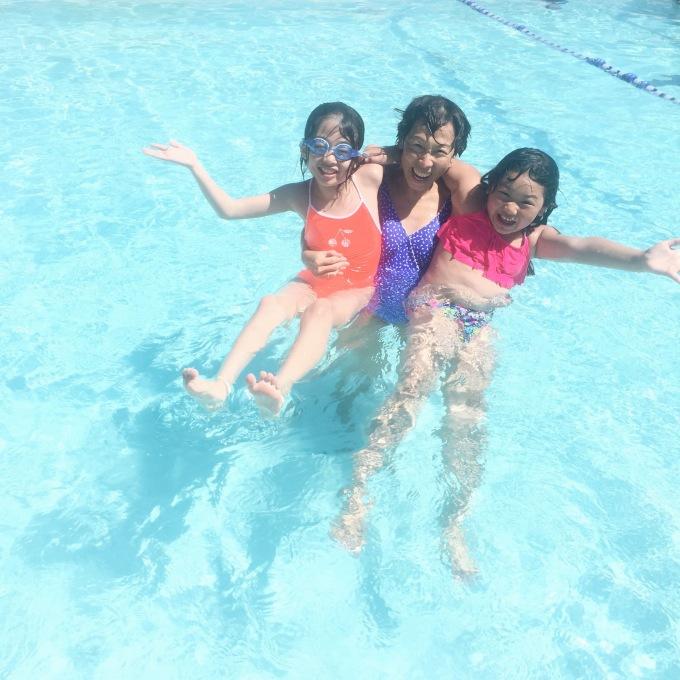 Swimming with their Por Por